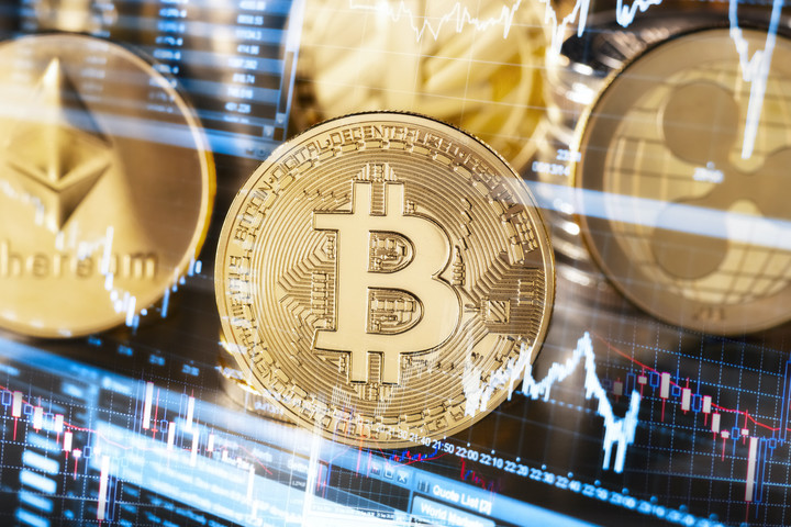 Bitcoin Up 5%. Central Bank of Russia Advises Banks to Block Crypto Transactions
